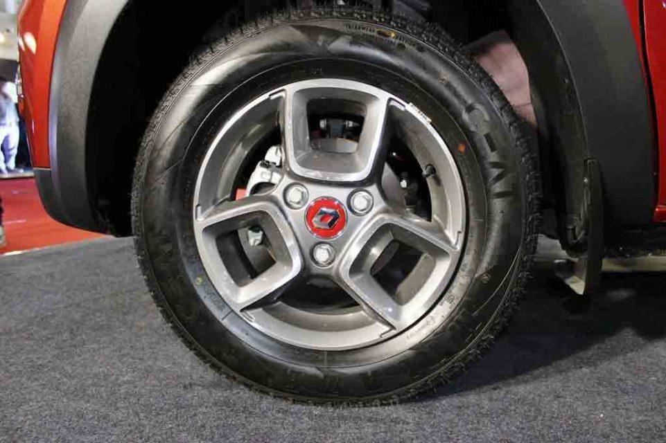 Renault-Kwid-AMT-Accessorised-1.jpg