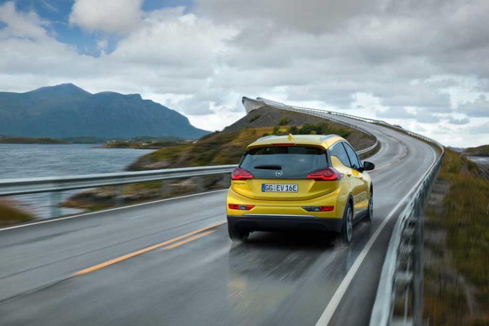 2017-Opel-Ampera-e-3.jpg