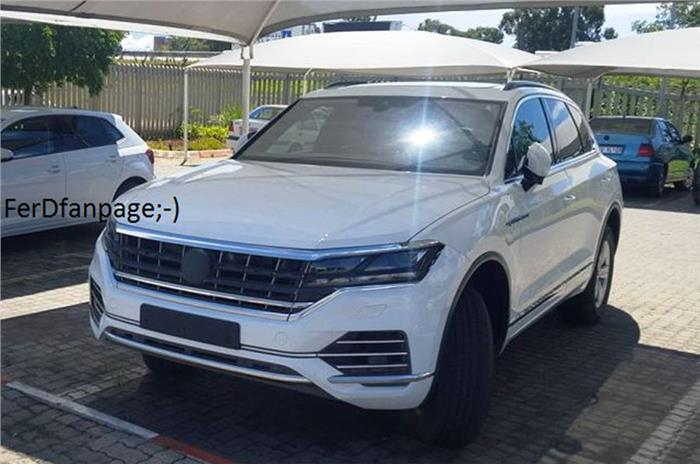 2017 volkswagen touareg suv spied with visual changes. Black Bedroom Furniture Sets. Home Design Ideas