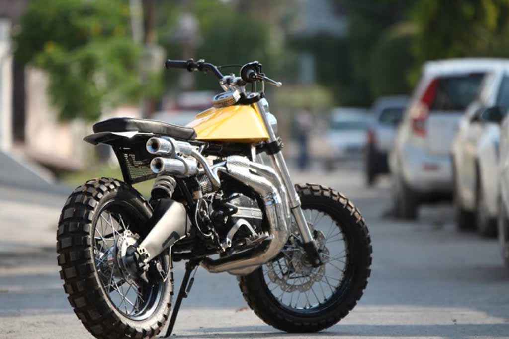 This Customised Yamaha RD350 Scrambler is Lean and Mean