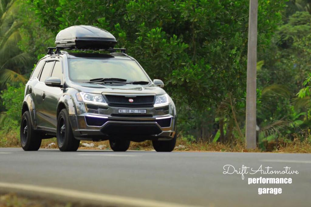 Customised mahindra xuv500 with chrome black wrap looks beasty for Xuv 500 exterior modified