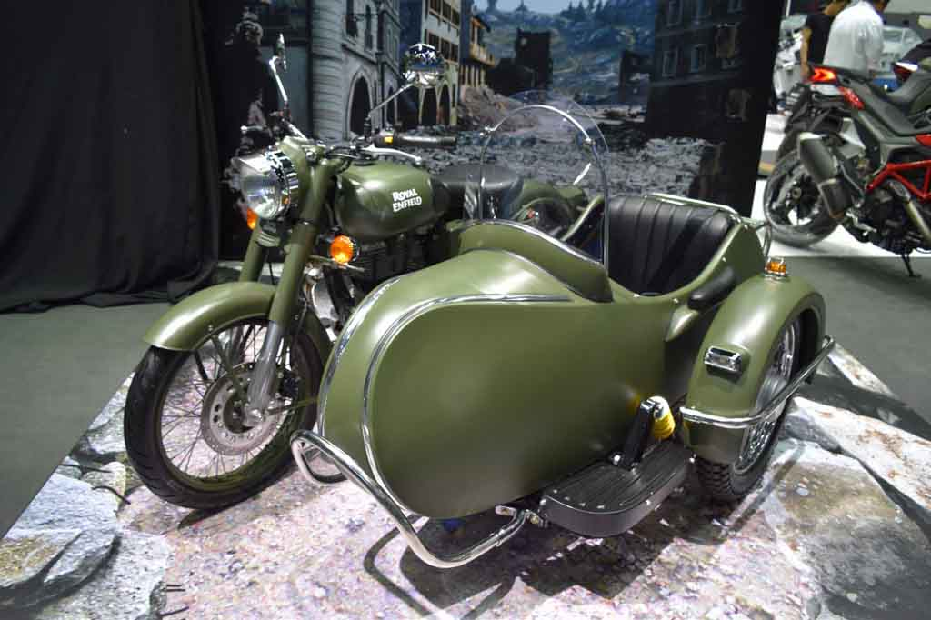royal enfield classic 500 with sidecar grabs attention at 2017 bims. Black Bedroom Furniture Sets. Home Design Ideas
