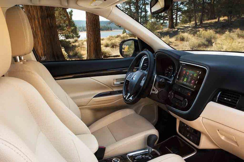 2017-Mitsubishi-Outlander-Crossover-2.jpg