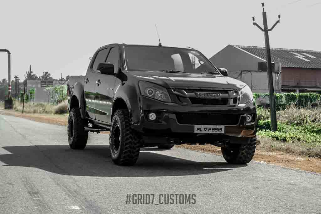 customised isuzu d max v cross looks like a monster latest car news bikes. Black Bedroom Furniture Sets. Home Design Ideas
