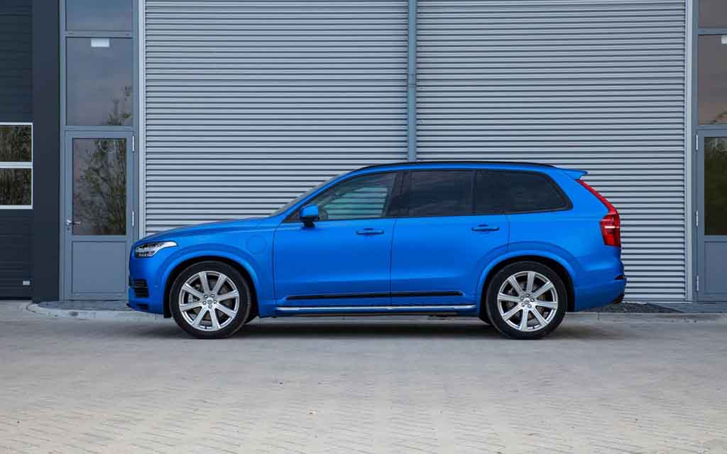 Customised Volvo XC90 with Satin Blue Wrap Looks Eye-Catching