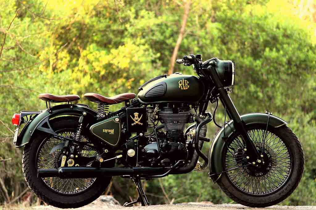 royal enfield classic 500 customised with a classic military touch. Black Bedroom Furniture Sets. Home Design Ideas