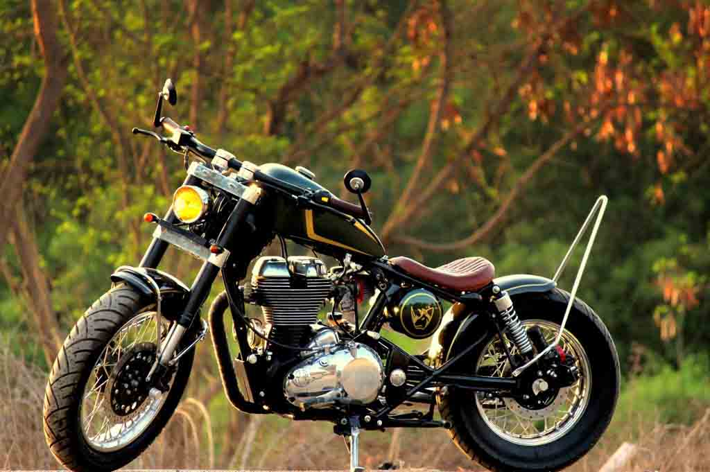 this royal enfield continental gt dons a classy chopper stance. Black Bedroom Furniture Sets. Home Design Ideas