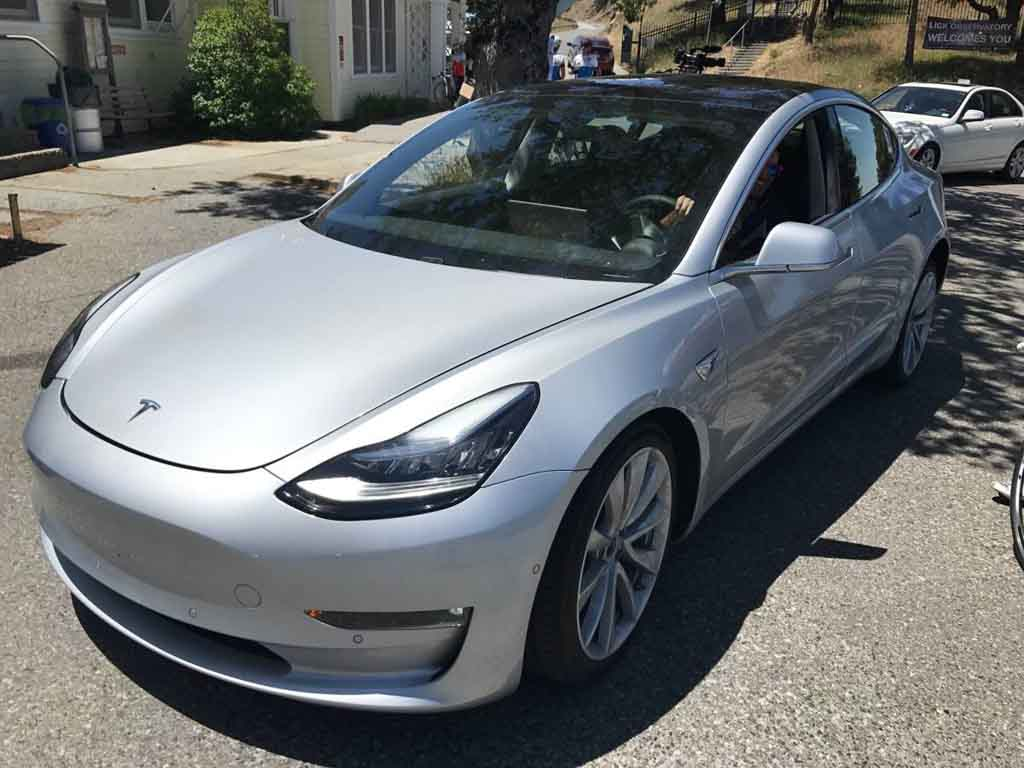 only early buyers of tesla model 3 can choose exterior colour and wheel size. Black Bedroom Furniture Sets. Home Design Ideas