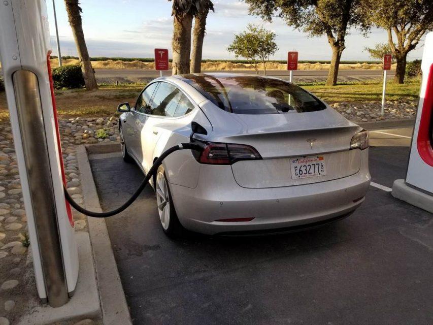 Tesla modèle 3 espionné 2