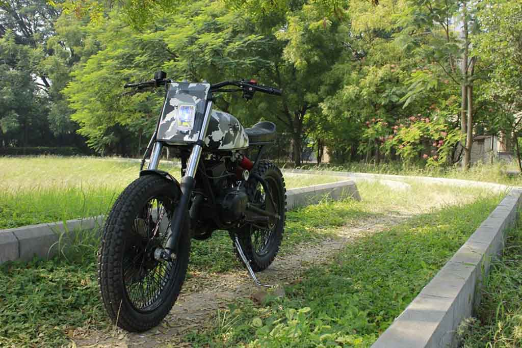 this mod job squeezes out a scrambler in yamaha rx100