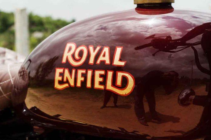 Royal-Enfield-Classic-500-by-Eimor-Customs-2.jpg