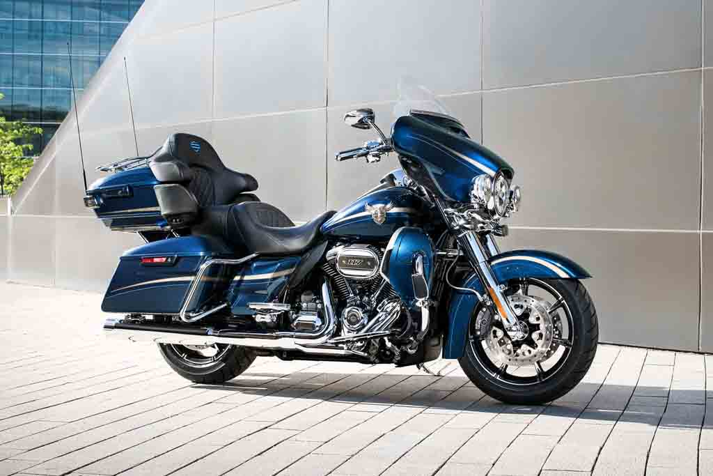 2018-Harley-Davidson-CVO-Limited-4.jpg