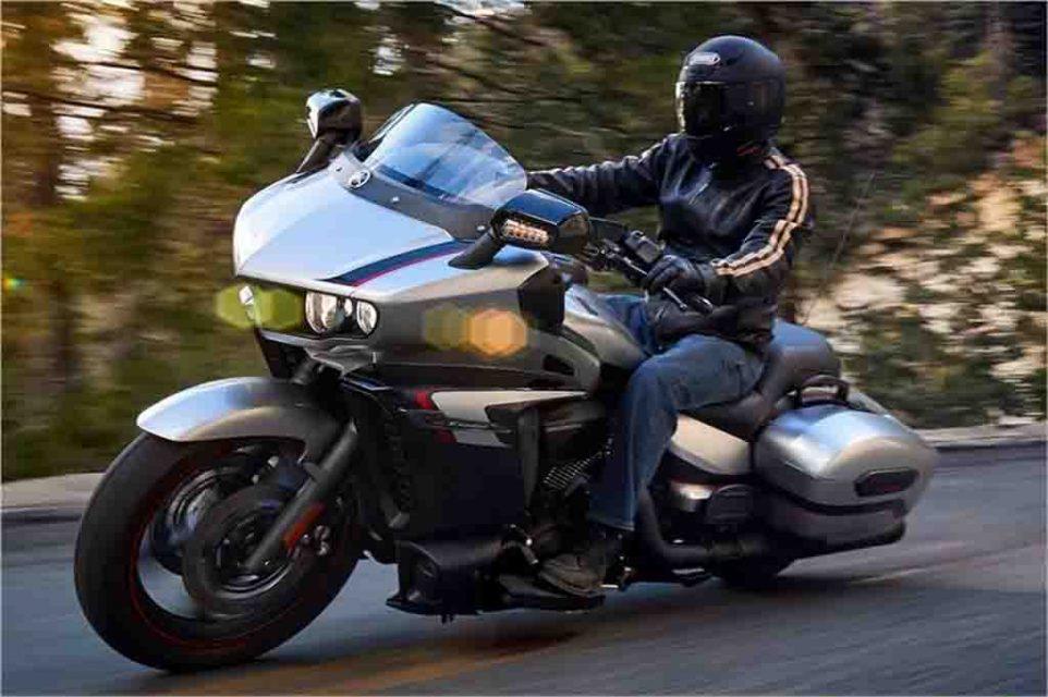 2018-Yamaha-Star-Eluder-9.jpg