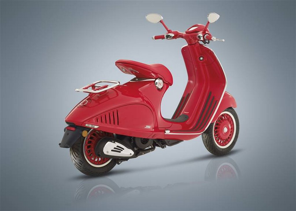 piaggio vespa red launched in india price specs features. Black Bedroom Furniture Sets. Home Design Ideas