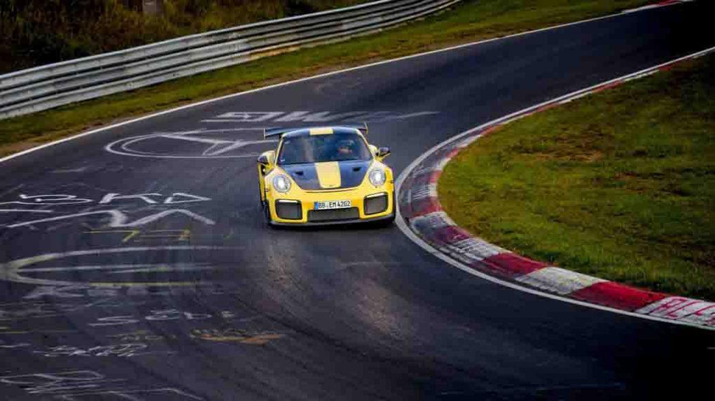 Porsche-911-GT2-RS-5.jpg