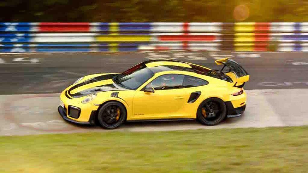 Porsche-911-GT2-RS-8.jpg