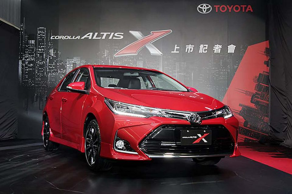 Sportier 2017 Toyota Corolla Altis X Launched - Price, Engine, Specs, Features 2