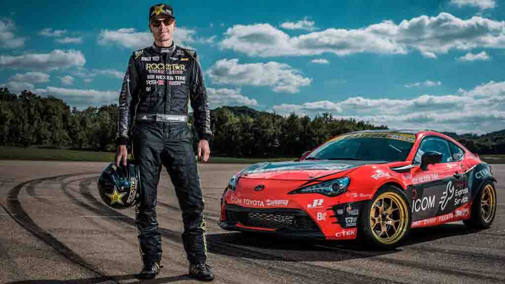 Toyota Gt86 Coupe Creates Giant 86 By Drifting Visible