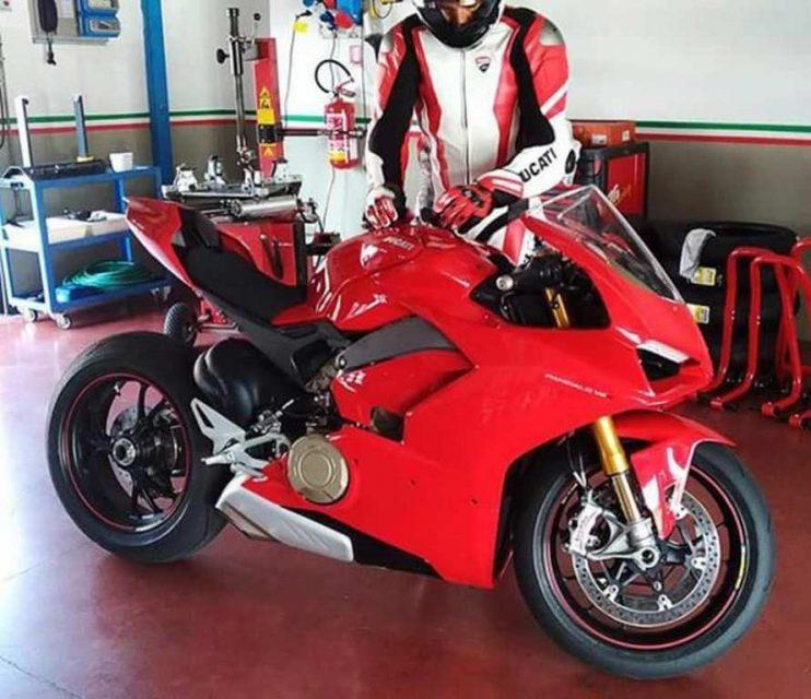 ducati V4 Superbike Desmosedici Stradale
