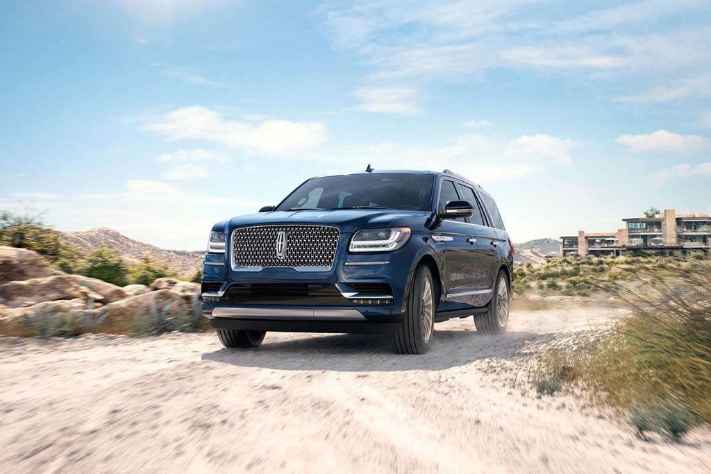 2018 lincoln navigator offers first class airline experience on four wheels. Black Bedroom Furniture Sets. Home Design Ideas