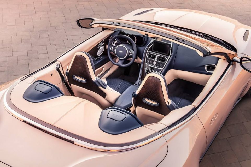 Aston Martin DB11 Volante 11