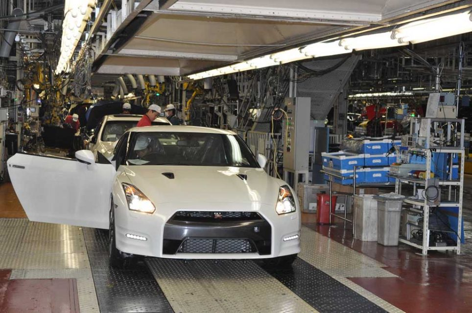 Nissan-GT-R-Production-3.jpg