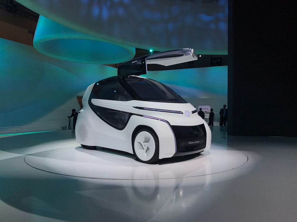 toyota concept i series demonstrates future ai for urban mobility. Black Bedroom Furniture Sets. Home Design Ideas