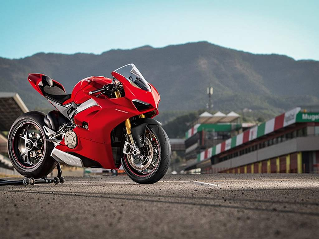 Ducati Panigale V4 Superbike Revealed - Price, Engine, Specs, Features