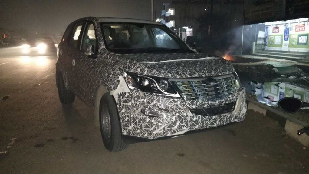 2018 Mahindra XUV500 India Launch Date, Price, Engine, Specs, Features, Interior 3