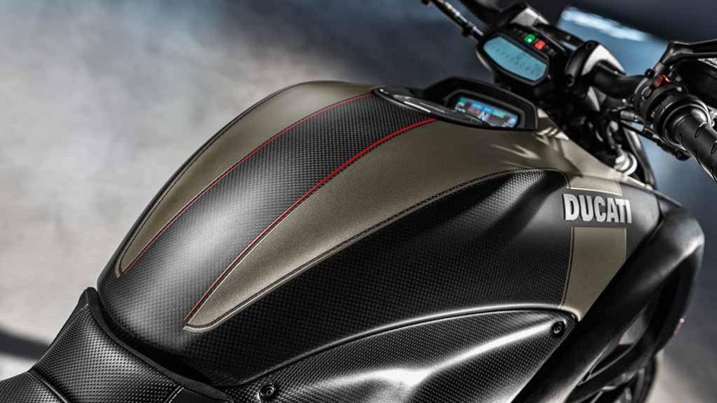 Ducati-Diavel-Carbon-Fuel-Tank.jpg