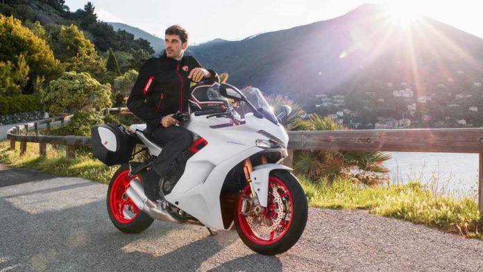 Ducati-SuperSport-S-Star-While-Silk-Ride.jpg