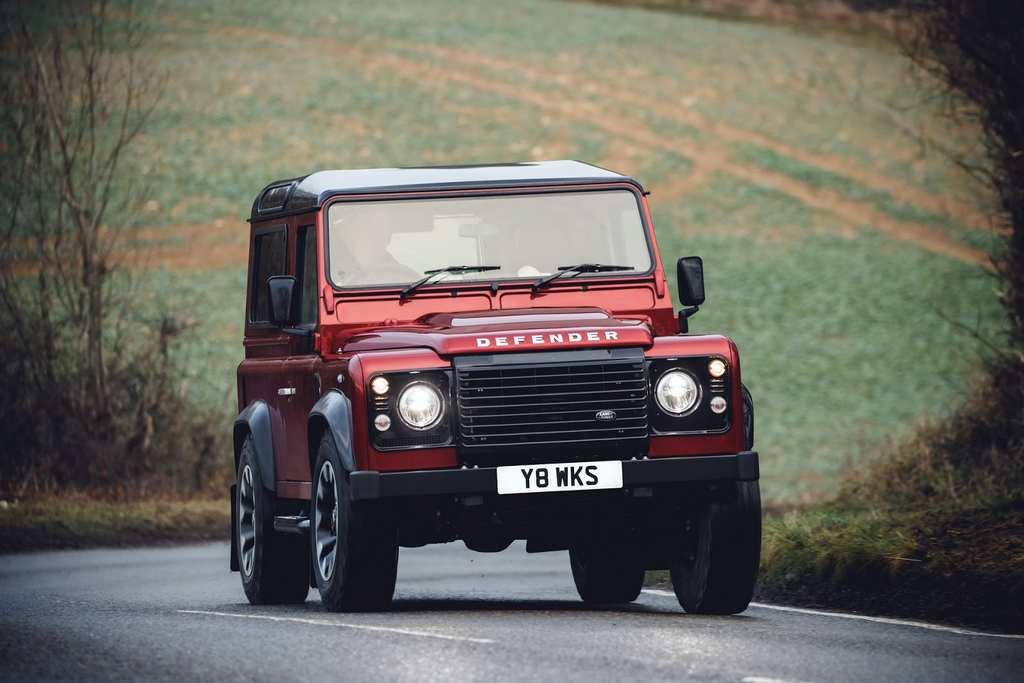 Land Rover Defender Works V8 1