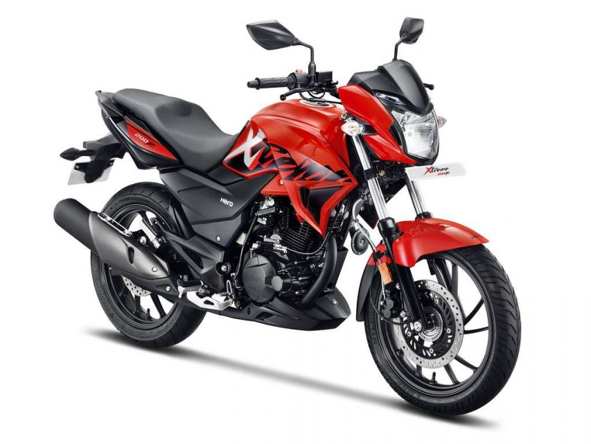 Xtreme 200 R Red 3-4th Front (hero premium segment)