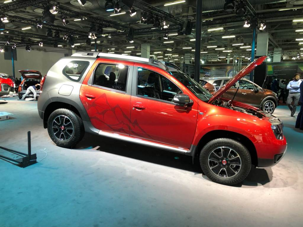 renault duster special edition showcased at auto expo. Black Bedroom Furniture Sets. Home Design Ideas