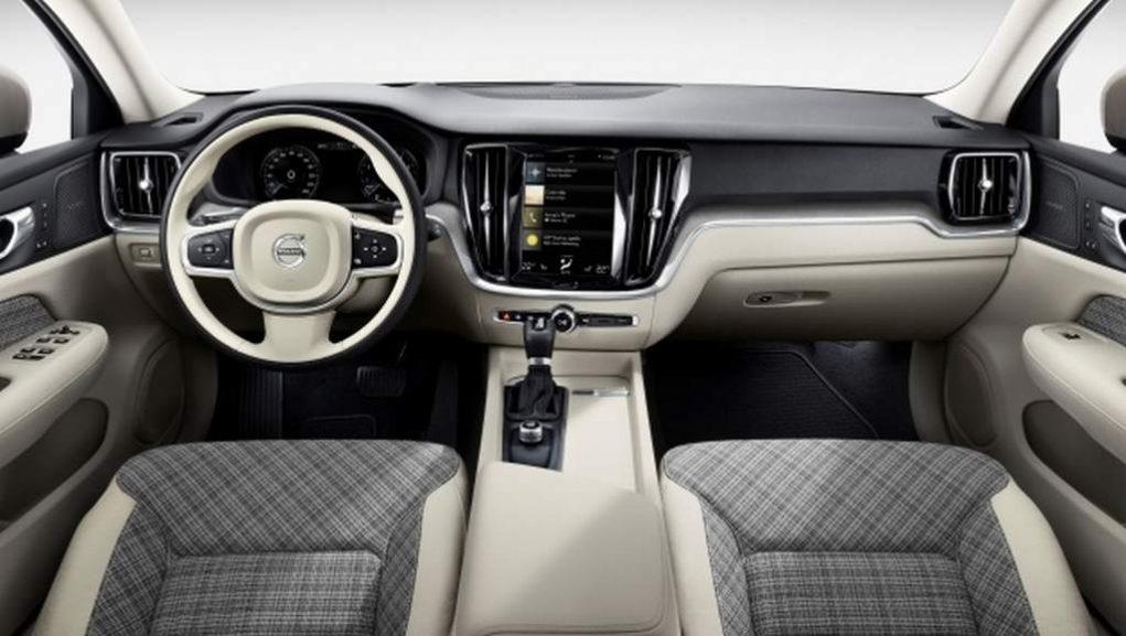 2018 Volvo V60 interior