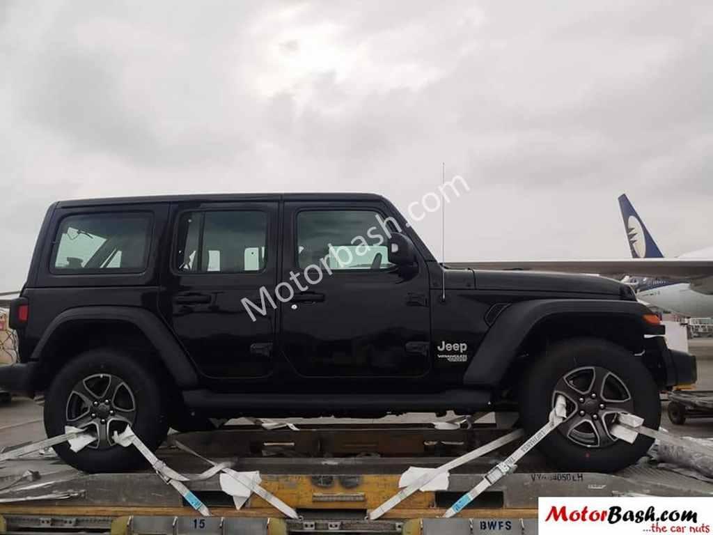 2018 Jeep Wrangler Two Door And Four Door Models Spied In India 1