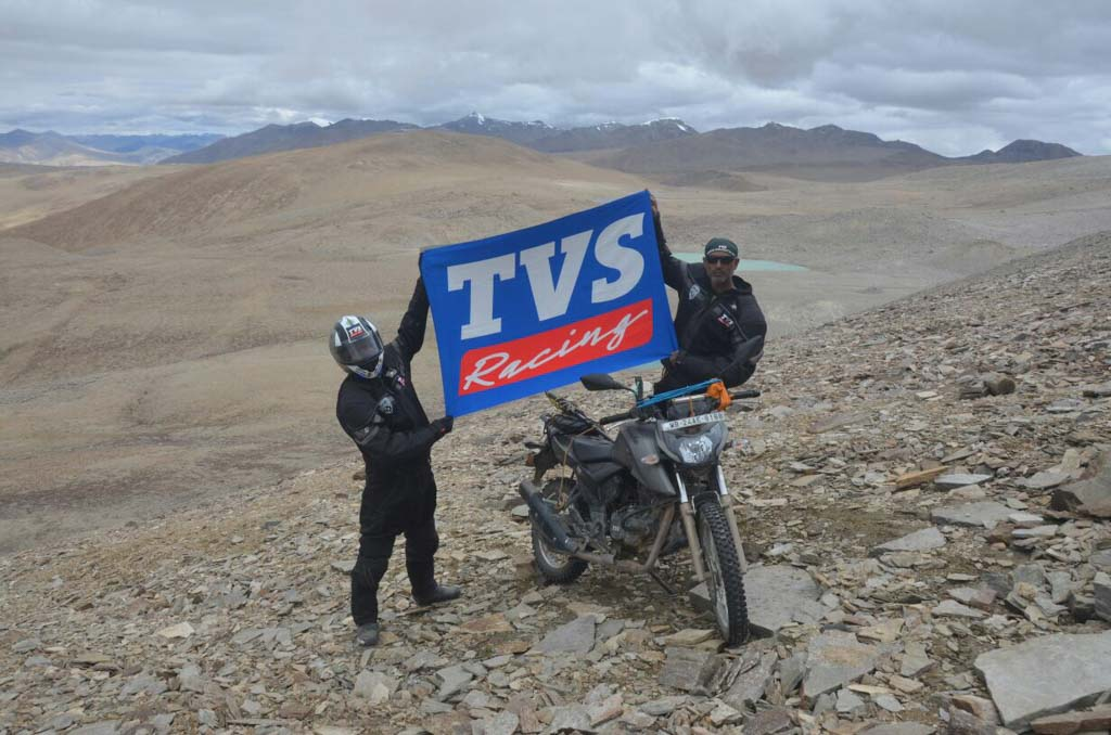 TVS Apache RTR 200 4V Enters Limca Record Books For Highest Altitude Ever Reached By A Motorcycle 1