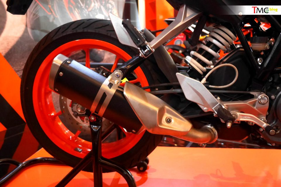 KTM-Duke-200-Side-exhaust-1