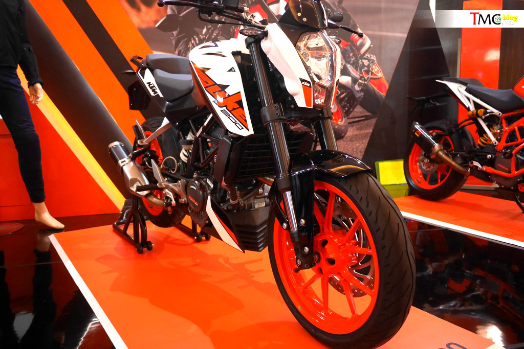 KTM-Duke-200-front-three-quarters