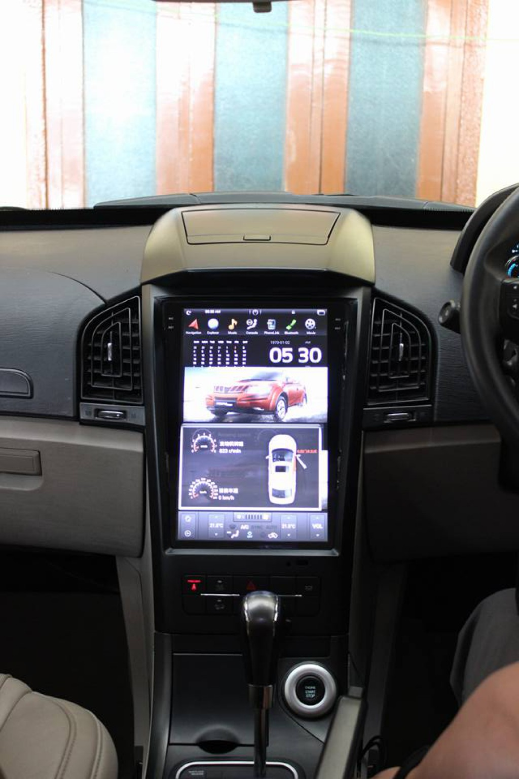 Mahindra-XUV-500-with-Tesla-inspired-infotainment-system-2