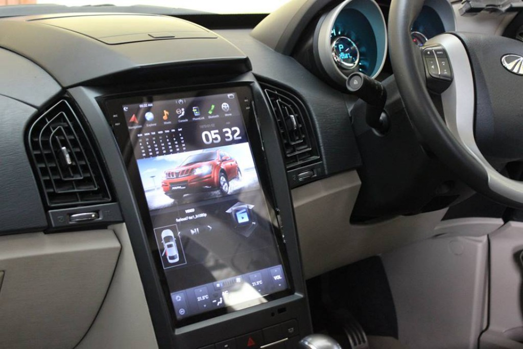 Mahindra-XUV-500-with-Tesla-inspired-infotainment-system