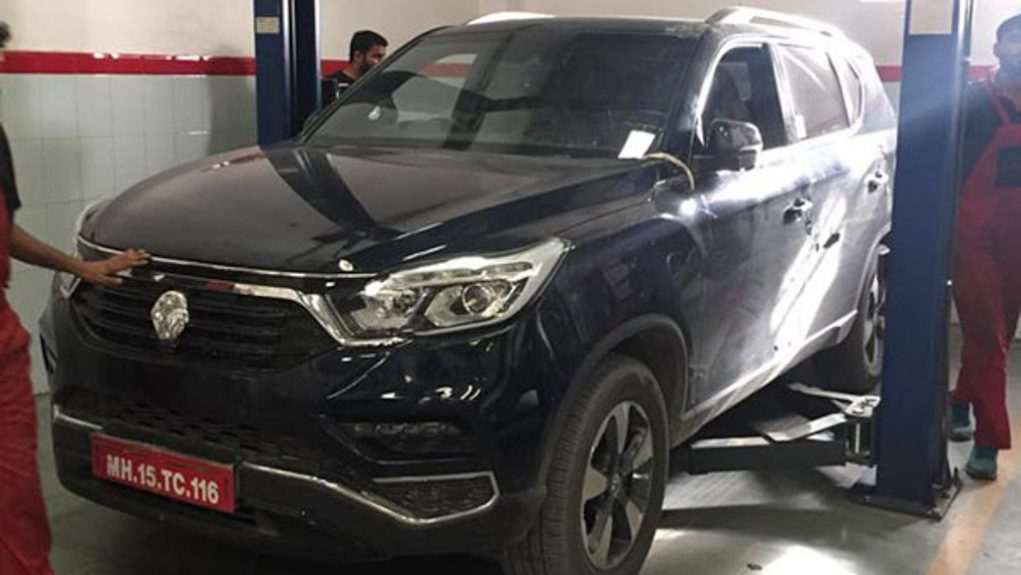 Mahindra XUV700 Caught Testing 3