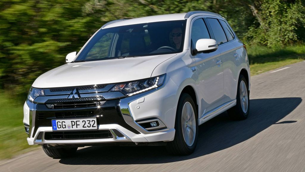 2019 mitsubishi outlander phev revealed with increased power and range. Black Bedroom Furniture Sets. Home Design Ideas