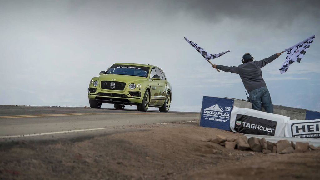Bentley-Bentayga-set-record-pikes-peak-hill-climb-4