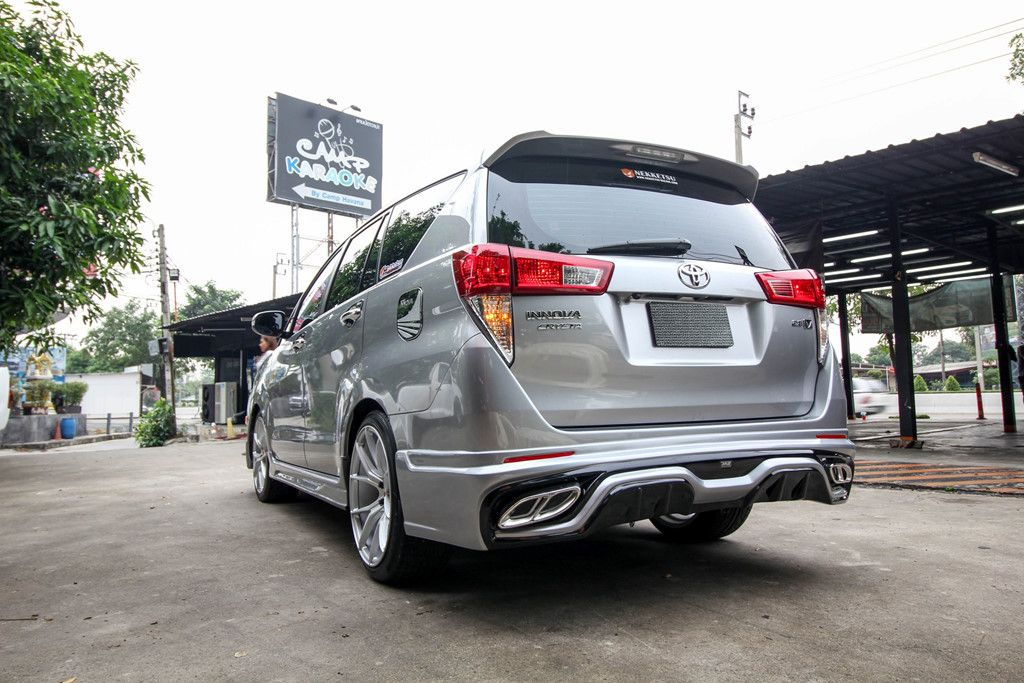 Customised-Toyota-Innova-with-Lexus-2