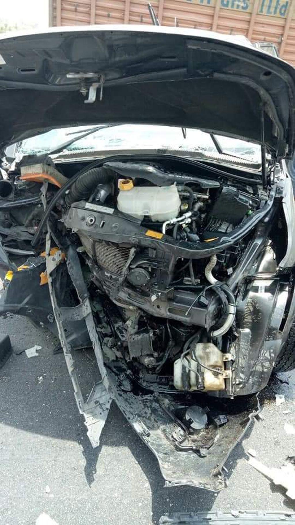 Tata-Hexa-crashed-on-highway-2