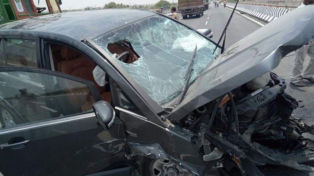 Tata-Hexa-crashed-on-highway-3