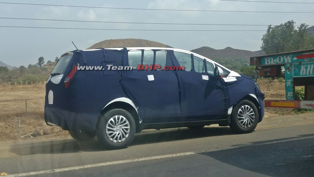 Mahindra-U321-spied-with-production-body-panels-1