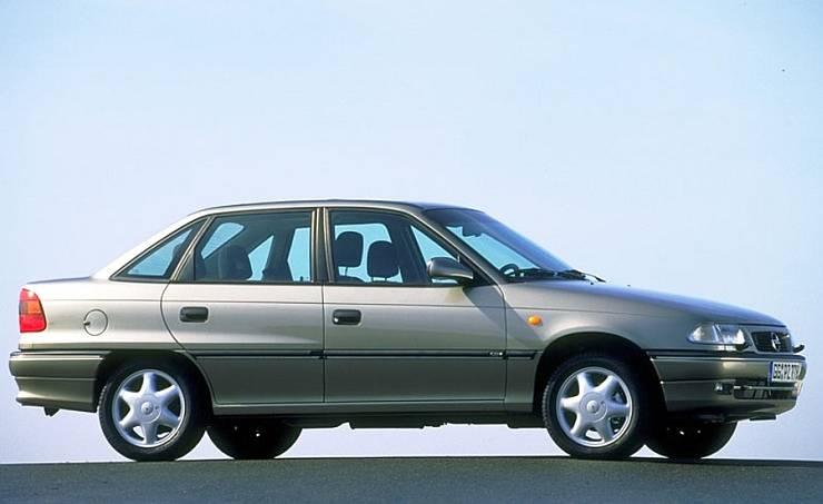 Opel-Astra-Sedan