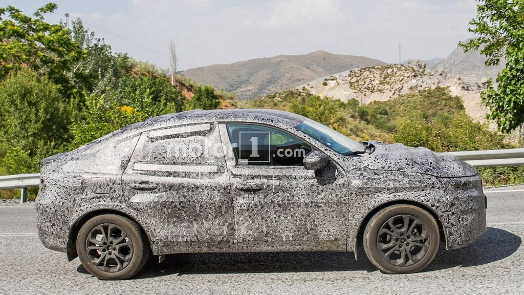 Renault-Captur-Coupe-Spied-2